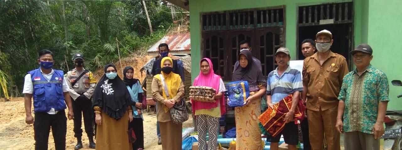 Pemberian Bantuan Korban Tanah Longsor